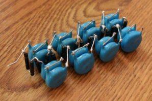 Как соединить конденсаторы? Последовательное и параллельное соединение