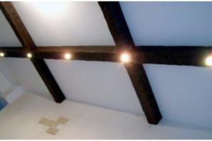 Расположение светильников на потолке: различные варианты