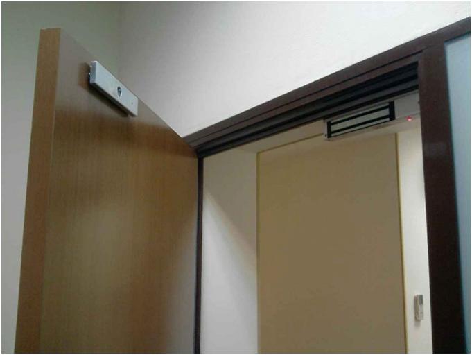 Устройство электромагнитного замка и его установка на входную дверь
