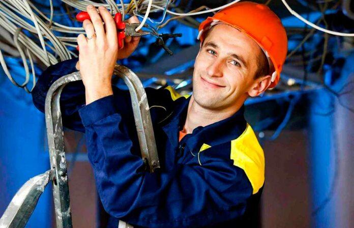 Что нужно знать, чтобы найти работу электриком?